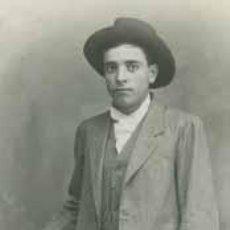 Fotografía antigua: RETRATO DE SIMPÁTICO JOVEN CON SOMBRERO. BONITA FOTOGRAFIA. ESTUDIO ALONSO. CIRCA 1900. BARCELONA.. Lote 27268327