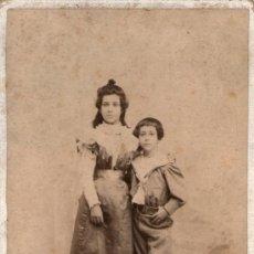 Fotografía antigua: RETRATO CABINET DE NIÑAS, FOTO: CARRASCOSA, MADRID. 16,5X10,5 CM. Lote 27731878