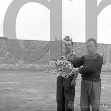 Fotografía antigua: PRESOS EN LA CARCEL MODELO DE CASTELLON EN LA POSGUERRA 1941. Lote 178255142