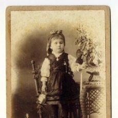 Fotografía antigua: NIÑA VESTIDA CON TRAJE DE LLANISCA. ASTURIAS. FOTO A. SAINZ HABANA. SIGLO XIX. Lote 28014364