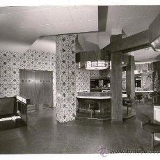 Fotografía antigua: INTERIOR DE RESTAURANTE, BARCELONA 1960'S. FOTO: ORIOL MASPONS - UBIÑA. 13X18 CM.. Lote 30077596