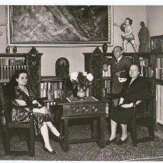 Fotografía antigua - Agustí centelles, Propietarios en el despacho de una vivienda, 1960's. 18x24 cm. - 30506581