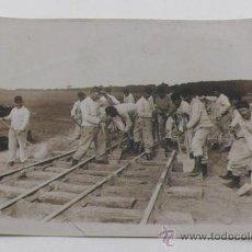 Fotografía antigua: 1ª GUERRA MUNDIAL, DESPUÉS DE LA RETIRADA ALEMANA, CONSTRUCCION FERROCARRILES, FRANCIA. BRANGER FOTO. Lote 30773386