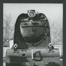 Fotografía antigua: TREN. MÁQUINA DE VAPOR. VILANOVA I GELTRÚ-12 C. 1965. Lote 30939751