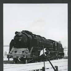 Fotografía antigua: TREN. MÁQUINA DE VAPOR. VILANOVA I GELTRÚ-13 C. 1965. Lote 30939760