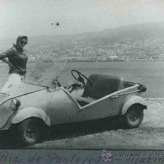 Fotografía antigua: SEÑORA CON BISCÚTER. OBRADOIRO. VILLAR. PONTEVEDRA. C. 1960. Lote 31231040