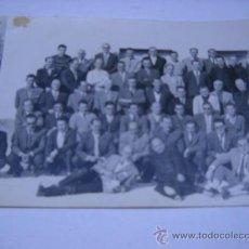 Fotografía antigua: FOTOGRAFIA. GRUPO DE ASISTENTES A CURSILLOS DE CRISTIANDAD EN CEUTA. 1961. FOTO GARCIA CORTES 18X12.. Lote 31291682