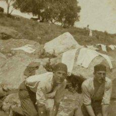 Photographie ancienne: SOLDADOS. DOS SOLDADOS LAVANDO ROPA. C. 1925. Lote 31546009