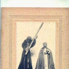 Fotografía antigua: FIGURAS RELIGIOSAS. CUDILLERO. FOTO DE C. LOPEZ AÑOS 20 MONTADA SOBRE CARTONE. ASTURIAS. Lote 31883919