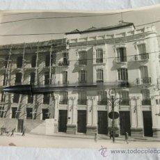 Fotografía antigua: FOTOGRAFIA DEL MONTE DE PIEDAD Y CAJA DE AHORROS DE RONDA - FOTO GARRIDO - UNICAJA - MALAGA. Lote 32024395