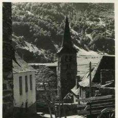 Fotografía antigua: BOSSOST. VALL D'ARAN. INTERESANTE FOTO DEL CAMPANARIO CON CARRO TRADICIONAL. 1953 . Lote 32320341