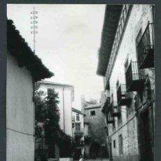 Fotografía antigua: RUBIELOS DE MORA. TERUEL. ARAGÓN. CASAS NOBLES. FUENTE, SEÑORA Y SEISCIENTOS. C. 1965. Lote 32342677