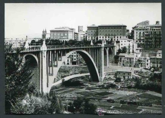 TERUEL. VIADUCTO DE TERUEL. PRECIOSA FOTOGRAFÍA DE ESTA CONSTRUCCIÓN CON LA HUERTA. 1965 (Fotografía Antigua - Gelatinobromuro)