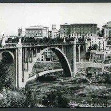 Fotografía antigua: TERUEL. VIADUCTO DE TERUEL. PRECIOSA FOTOGRAFÍA DE ESTA CONSTRUCCIÓN CON LA HUERTA. 1965. Lote 32343581
