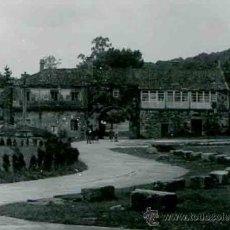 Fotografía antigua: MONASTERIO. SOBRADO DOS MONXES. A CORUÑA. PUERTA DE ENTRADA AL RECINTO. C. 1965. Lote 32355486