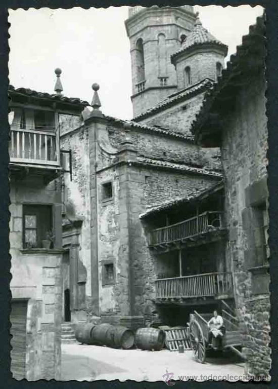 RUPIT. IGLESIA, CASAS ANTIGUAS, CARRO Y BOTAS DE VINO. PRECIOSA E INTERESANTE IMAGEN. 1957 (Fotografía Antigua - Gelatinobromuro)