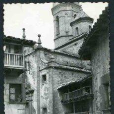 Fotografía antigua: RUPIT. IGLESIA, CASAS ANTIGUAS, CARRO Y BOTAS DE VINO. PRECIOSA E INTERESANTE IMAGEN. 1957 . Lote 32390313