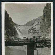 Fotografía antigua: PANTANO. CAMARASSA. LLEIDA. PUENTE Y TRES SEÑORES. PRESA. C. 1925. Lote 33190159