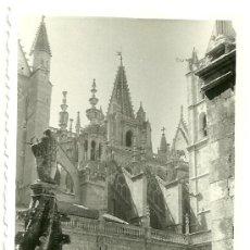 Fotografía antigua: 2 FOTOGRAFIAS CLAUSTRO CATEDRAL LEÓN. Lote 33225426