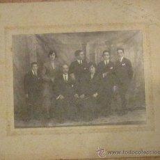 Fotografía antigua: FOTOGRAFÍA BLANCO Y NEGRO GRUPO FAMILIA AÑO 1922. Lote 33552472