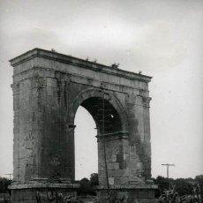 Fotografía antigua: ARCO DE BARÀ. CARRETERA NACIONAL. C. 1959. Lote 35432593