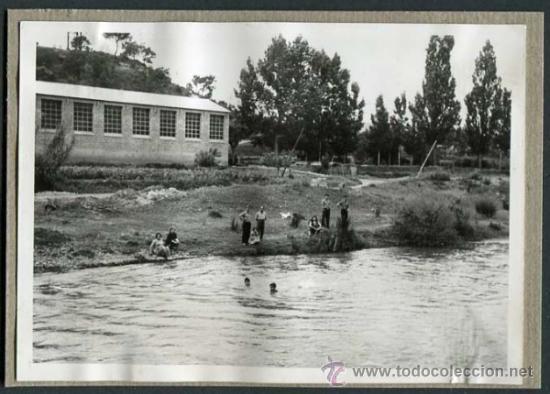 Fotografía antigua: Navàs. Bages. Barcelona. Río Llobregat. Gente bañandose. 25/3/1959 - Foto 2 - 36043591