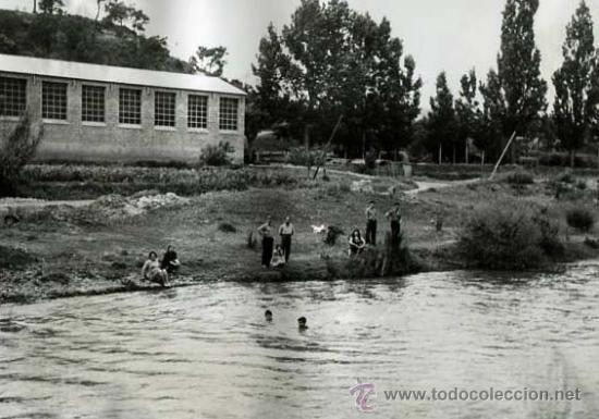 NAVÀS. BAGES. BARCELONA. RÍO LLOBREGAT. GENTE BAÑANDOSE. 25/3/1959 (Fotografía Antigua - Gelatinobromuro)