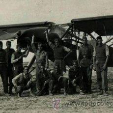 Fotografía antigua: GUERRA CIVIL. AVIACIÓN. PILOTOS Y MECÁNICOS. AVIÓN REPUBLICANP. AEROPUERTO. BARCELONA. C. 1937. Lote 36373895