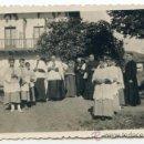 Fotografía antigua: YURRE, IGORRE. 31/07/1944. PREPARATIVOS PARA PROCESIÓN O ACTO RELIGIOSO. VIZCAYA. Lote 36950036