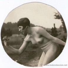 Fotografía antigua: NATURISMO - NUDISMO ALEMÁN, DESNUDO CON MARIPOSA EN LA MANO. FOTO: MAX MÜLLER, 1920'S. 8X8,5 CM.. Lote 37543495
