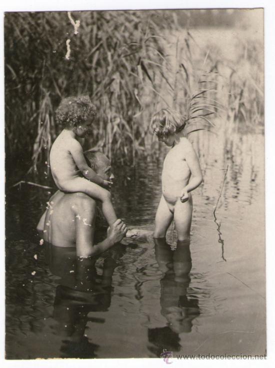 For familias naturistas al desnudo have found