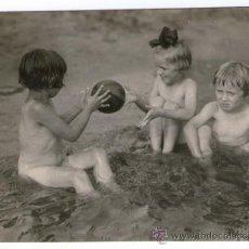 Fotografía antigua: NATURISMO - NUDISMO ALEMÁN, NIÑOS EN EL LAGO. FOTO: MAX MÜLLER, 1920'S. 9,5 X 12,5 CM.. Lote 37543629