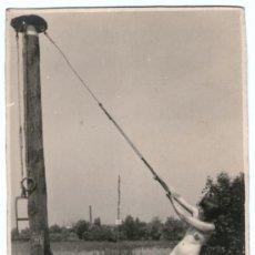 Fotografía antigua: NUDISMO - NATURISMO ALEMÁN, DESNUDO FEMENINO EN EL CAMPO, 1920'S. FOTO: JOSEF BAYER, 14X9CM.. Lote 37546363