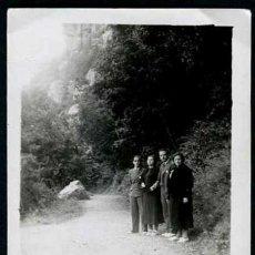 Fotografía antigua: MONTSERRAT. GRUPO FAMILIAR. C. 1935. Lote 37834620
