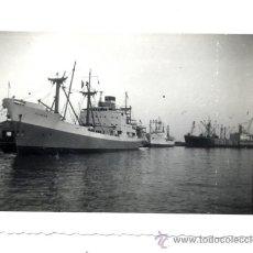 Fotografía antigua: FOTO SIN AUTOR ALICANTE AGOSTO 1956 BARCO EN PUERTO TAMAÑO PEQUEÑO. Lote 38771056