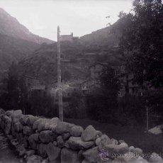 Fotografía antigua: PUEBLO DESDE LA CARRETERA. PIRINEOS. C. 1930. Lote 39026686