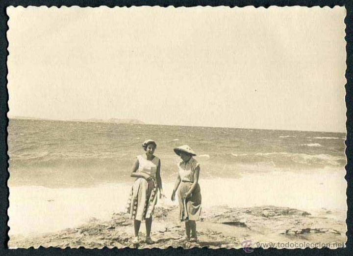 IBIZA. PLAYA. TURISTAS. C. 1955 (Fotografía Antigua - Gelatinobromuro)