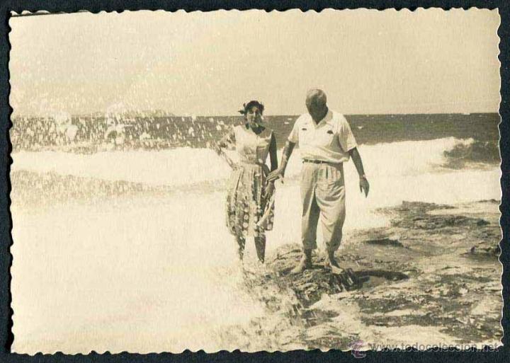 IBIZA. PAREJA. PLAYA. C. 1955 (Fotografía Antigua - Gelatinobromuro)