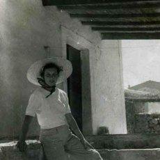Fotografía antigua: IBIZA. TURISMO. CASA Y SEÑORA. C. 1950. Lote 40935545