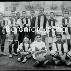 Fotografía antigua: EQUIPO DE FUTBOL POR IDENTIFICAR, ALREDEDORES DE BARCELONA, 1915'S APROX. CRISTAL NEGATIVO 10X15 CM.. Lote 40990165