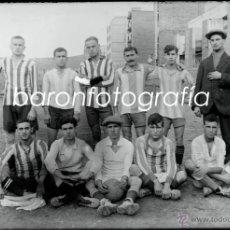 Fotografía antigua: EQUIPO DE FUTBOL POR IDENTIFICAR, ALREDEDORES DE BARCELONA, 1915'S APROX. CRISTAL NEGATIVO 10X15 CM.. Lote 40990294