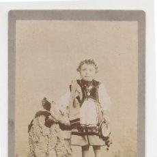 Fotografía antigua: GILARDI LLANES NIÑA VESTIDA CON TRAJE DE LLANISCA Y PANDERETA ASTURIAS H. 1900. Lote 41746617