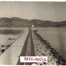 Fotografía antigua: FOTOGRAFIA IBIZA (BALEARES) VISTA PARCIAL DEL PASEO MARITIMO EN CORONACION DEL DIQUE. Lote 42618504