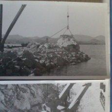 Fotografía antigua: DOS FOTOGRAFIAS DE IBIZA, TRABAJOS DE RECONSTRUCCION DEL MURO DEL PUERTO, 12 X 18 CM, AÑOS 50. Lote 43552350