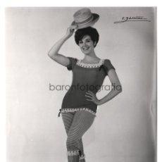 Fotografía antigua - Concha Velasco, 1960's. foto: Vicente Ibáñez, Madrid. 17x22,5 cm. - 43656511