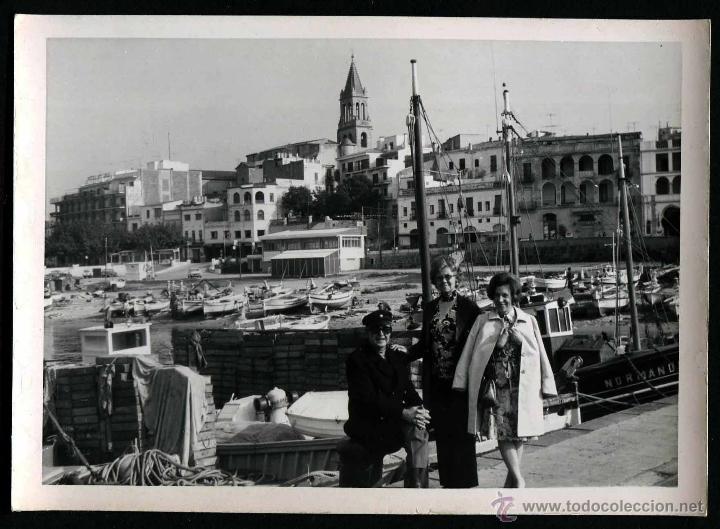 PALAMÓS. PUERTO. TURISTAS. C. 1960 (Fotografía Antigua - Gelatinobromuro)
