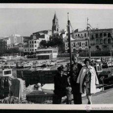 Fotografía antigua: PALAMÓS. PUERTO. TURISTAS. C. 1960. Lote 43810271