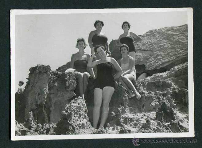 IBIZA. CALA COMPTE. CINCO SEÑORAS. 8/1954 (Fotografía Antigua - Gelatinobromuro)