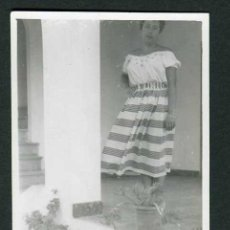 Fotografia antiga: IBIZA. SEÑORA EN LA TERRAZA DEL HOTEL. SANT ANTONI. 8/1954. Lote 43884771