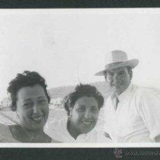 Fotografía antigua: IBIZA. CAMINO DE ES MOLINAR EN BARCO. 8/1954. Lote 43884889